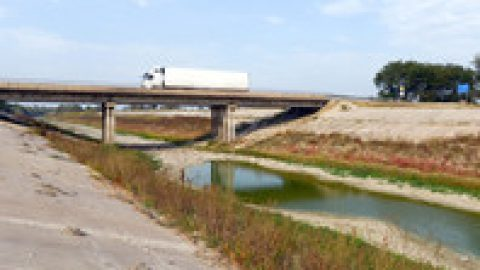 Украина перекрыла подачу воды в Крым капитальной дамбой