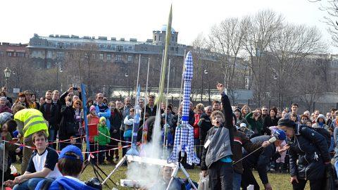 В Петербурге в День космонавтики в небо запустят модели ракет