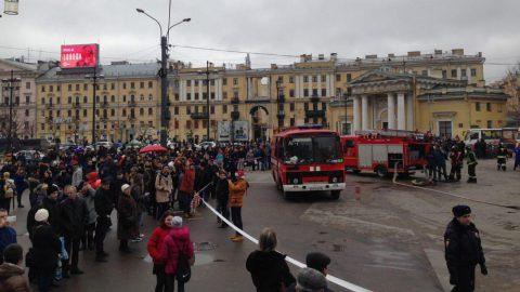 Петербургский аэропорт Пулково закрыли после взрывов в подземке