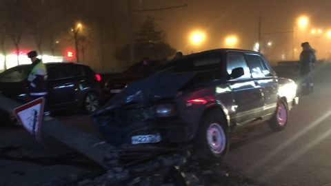 ВАЗ повалил столб на улице Пограничника Гарькавого