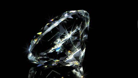 В Петербурге будут судить китаянку за кражу бриллианта, оцененного в 6 миллионов рублей