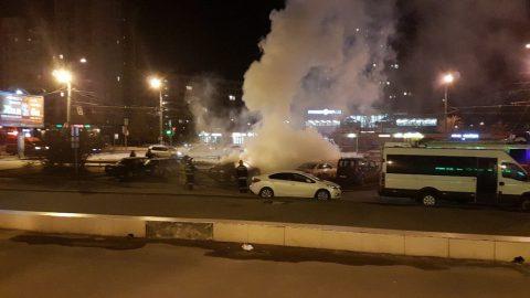 Минувшей ночью на проспекте Большевиков горела иномарка