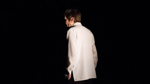 Одна на сцене: в Петербурге состоялась премьера моноспектакля «На берегах Невы»