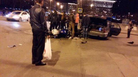 В Петербурге автомобиль сбил мотоциклиста