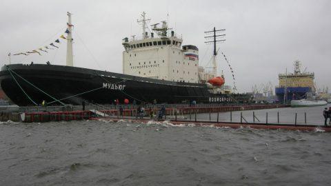 В Петербурге в суровых условиях открылся фестиваль ледоколов