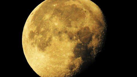 Уфологи нашли на Луне следы пребывания инопланетян