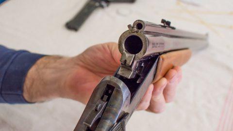 Кавказец с бородой обстрелял иномарку в Петербурге