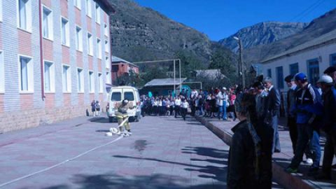 От взрыва гранаты в Дагестане погиб школьник и ранены еще восемь