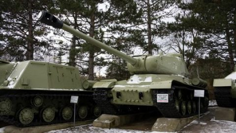 Военные с 201-й базы отремонтируют танк «Иосиф Сталин»
