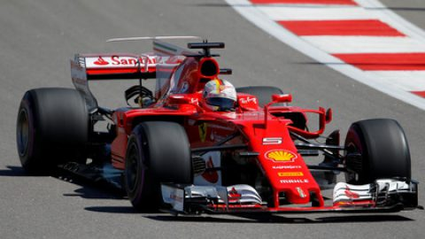 Пилот Ferrari Феттель выиграл квалификацию Гран-при России