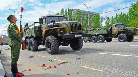 В центре Донецка начали репетировать парад ко Дню Победы