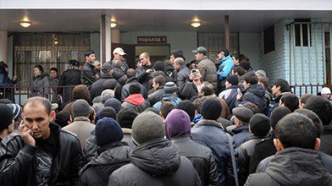 Путин призвал лучше защищать интересы россиян на фоне большого притока мигрантов