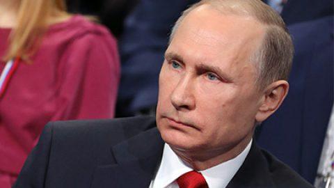 Путин назвал три версии взрывов в метро Петербурга