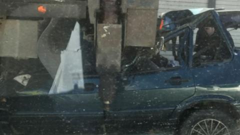 В Петербурге КамАЗ подмял под себя «жигули», два человека погибли