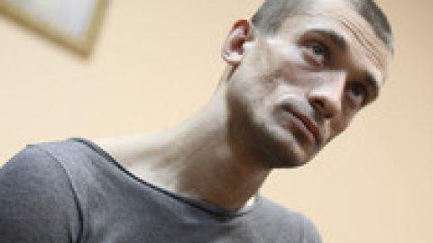 СК отказался заводить дело на художника Павленского по обвинению в насилии