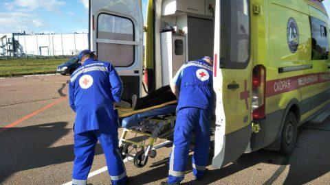Бомж разбился, упав с четвертого этажа в Калининском районе Петербурга