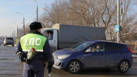 Экзаменаторов ГИБДД обязали быть вежливыми и хорошими водителями