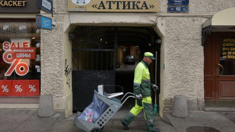 Намусорили от души: в Петербурге отчитались об уборке города за выходные