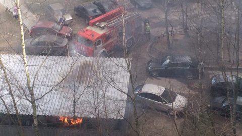 На Планерной улице в мусорном контейнере произошёл взрыв и пожар