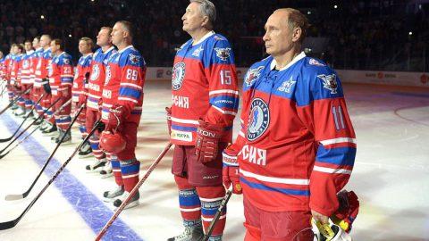 Путин вышел на лед для участия в матче Ночной хоккейной лиги