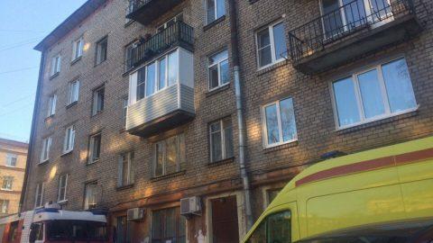Очевидцы: Из горящей квартиры на Бабушкина вытащили труп