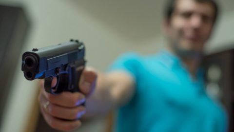 Неизвестные в масках ограбили суши-кафе, пригрозив администратору и стажеру пистолетом