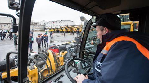 В центр Петербурга в День города выйдет дополнительная техника и бригады для уборки улиц