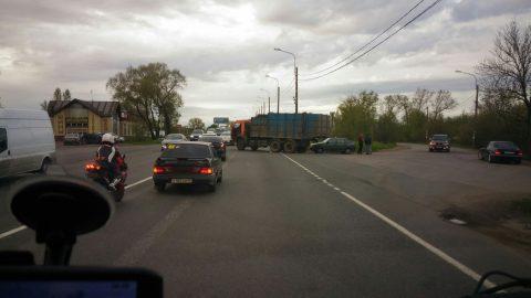 Авария на Таллинском шоссе стала причиной большой пробки