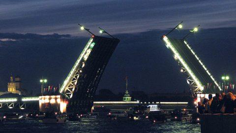 Дворцовый мост в Петербурге торжественно развели под музыку Чайковского