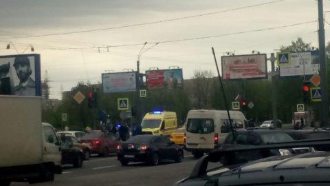В Петербурге мотоциклист угодил под иномарку