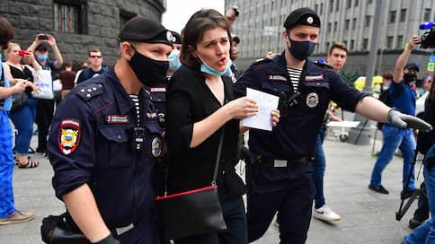 В СЖР и СПЧ обеспокоены задержаниями журналистов на пикетах в поддержку Сафронова