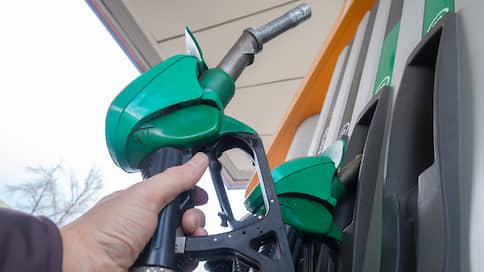 Цена бензина Аи-95 на петербургской бирже выросла в третий раз за неделю
